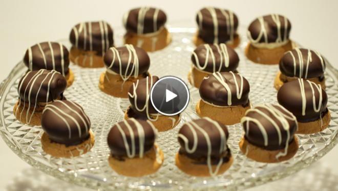 Bitterkoekjes petitfours - recept   24Kitchen Deze heb ik gemaakt en die waren heerlijk!!!!