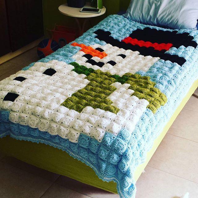 Snowman pixel crochet blanket by eleniplataki - Pattern: https://www.pinterest.com/pin/374291419008969337/