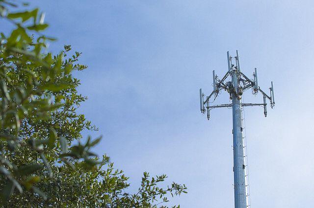 Les opérateurs menacent de ralentir la couverture des zones blanches face à la hausse de la taxe Copé - http://www.frandroid.com/telecom/310583_operateurs-menacent-de-ralentir-couverture-zones-blanches-face-a-hausse-de-taxe-cope  #Culturetech, #Telecom