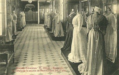 "Almacenes ""El Siglo"" (1881-1932) Barcelona. Vestidos de señora, segundo piso. / Dresses for ladies in the second  floor of the ""El Siglo""(1881-1932) store in Barcelona."
