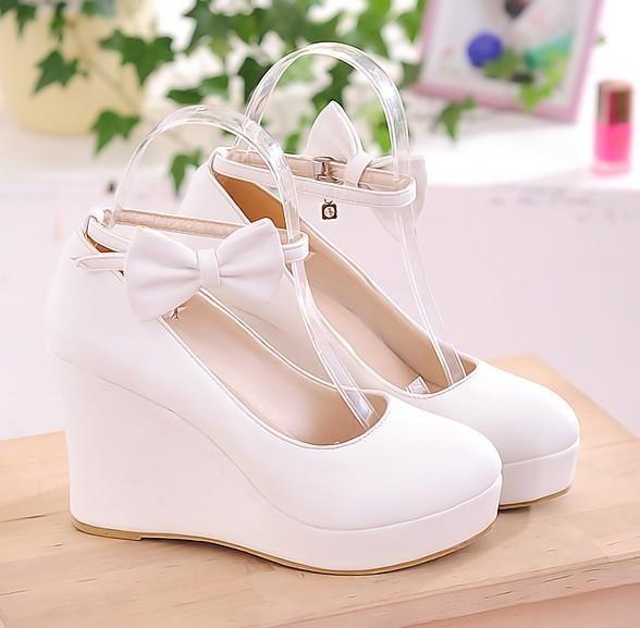 Белые туфли на танкетке свадебные