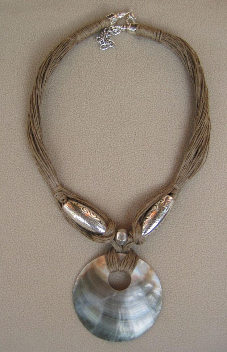 madreperla, metallo, corda di lino - Marina caproni
