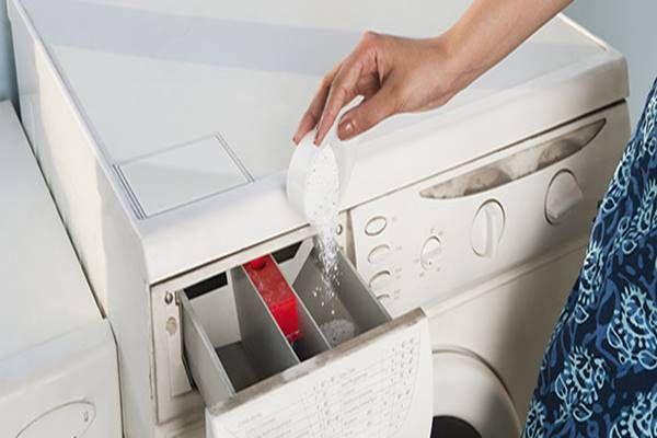 Ezért önts egy csomag sütőport a mosógépbe! Imádni fogod!