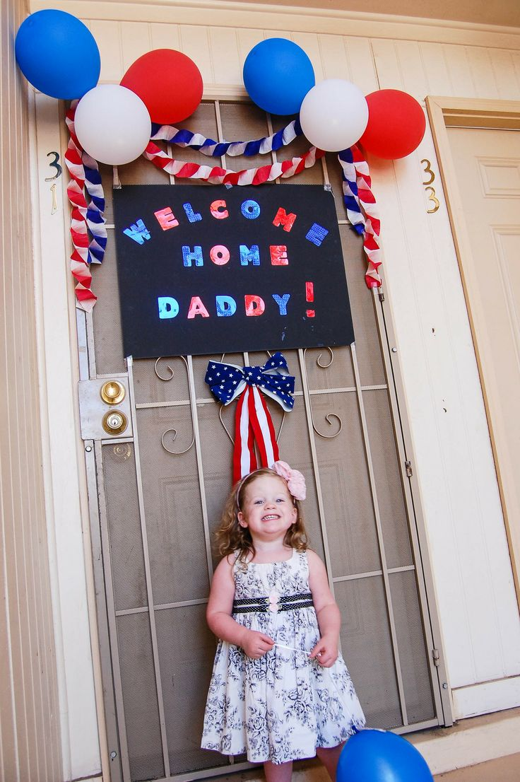 Welcome home sign. Look at that sweet little face. Welcoming Home American's Heroes. -This is so sweet!