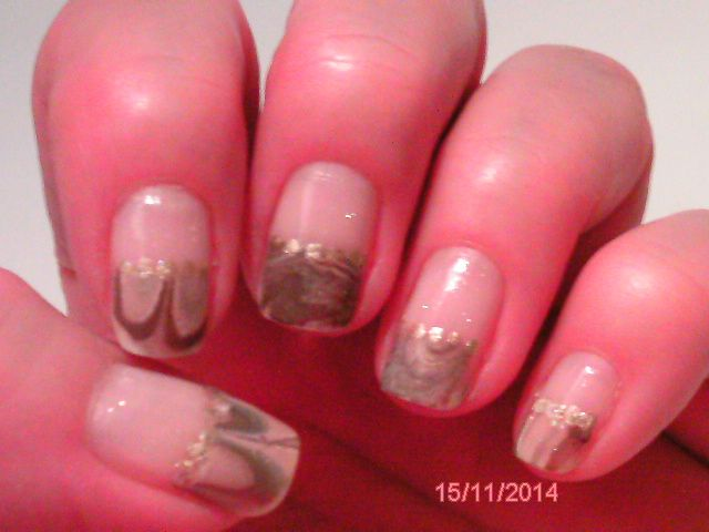 """Water Marble, basic with essence nail candis 06 """"soda pop"""", water marble with brown, beige, silver, separated with gold dotts, essence Top coat 25 """"shake me"""""""