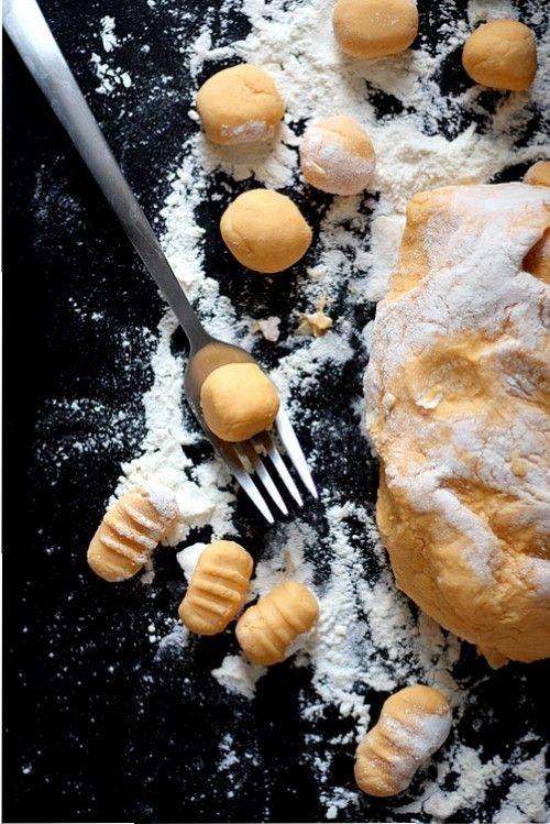 Magret de canard et gnocchi de patate douce sautés aux cèpes
