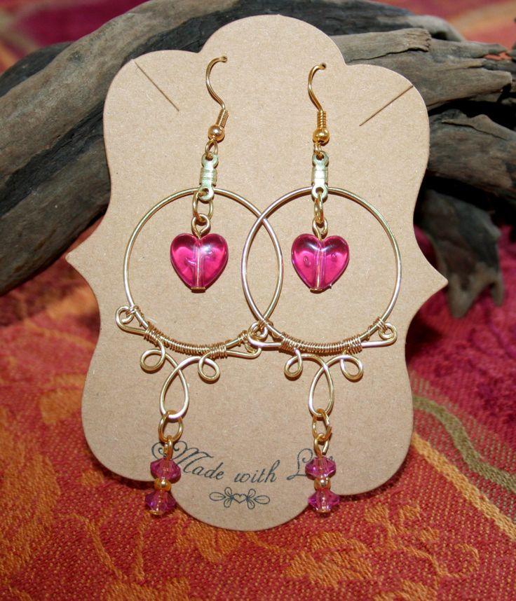 Pendientes San Valentín.  Alambre y cuentas rosas. Pendientes dorados corazón. Hechos a mano. Alambrismo. by ArtEDuran on Etsy