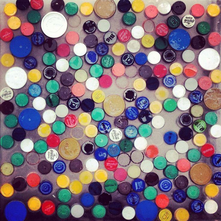220.000 tapitas recicladas. GrupoTalca / taller Muyui . Murales acceso a Samborondòn, Guayaquil. Ecuador