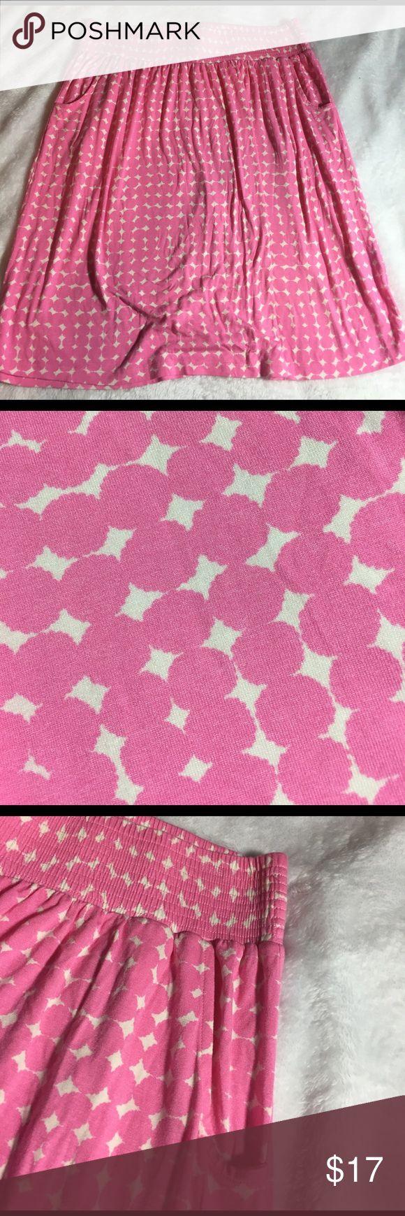 "Boden  women's size 12L pink white stretch skirt EUC Boden size 12L pink and white print elastic waistband.  95% viscose, 5%elastane.  Measurements: 16"" waist laid flat, length: 23"" Boden Skirts"
