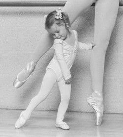 this is one of the cutest thing i have ever seen. - If I thought I wouldn't kill myself in my point shoes ( or if I thought I could put tights on!) I would so want this pic!