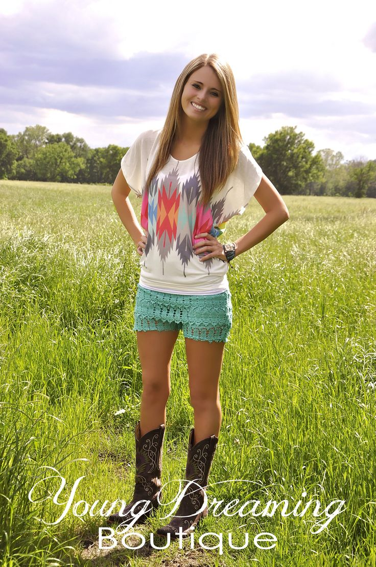 In stock now!! Off white Aztec Arrow blouse! Short Sleeve, super soft and loose fitting for a comfortable wear!