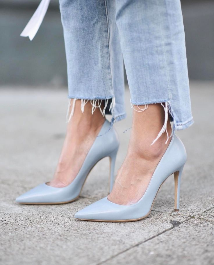 "2,527 Likes, 47 Comments - Anh (@9to5chic) on Instagram: ""Blue shoes and an uneven hem  New post at http://9to5chic.com  http://liketk.it/2qLVR #liketkit…"""
