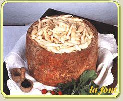 RAVIOLES DE CHASTELMANH  Gnocchi di Castelmagno.  Autentica ricetta dalla quale  e' derivata la recente di Gnocchi  al Castelmagno, una vera leccornia  prodotta con formaggio freschissimo  (meno di 48 ore), consumabile solo  ed esclusivamente nel paese d'origine  del formaggio Castelmagno.