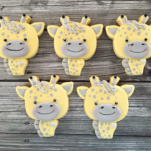 I tried making them all the same, but I like how they ended up with their own little sassy personalities! @dekoekenbakkers deer cutter makes a pretty cute giraffe cookie! #baby #babyshower #giraffe #giraffecookies #cookies #cookieart #cookiedecorating #customcookies #royalicing