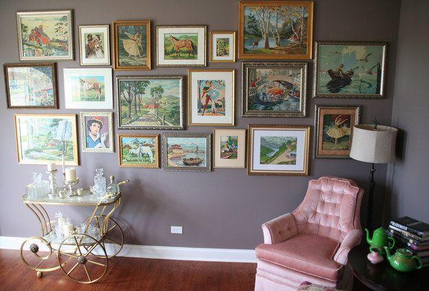 Des portraits, des peintures numérotées… quelles que soient les œuvres d'art que vous collectionnez, groupez-les toutes sur un mur thématique.   29 façons créatives d'exposer toutes vos affaires