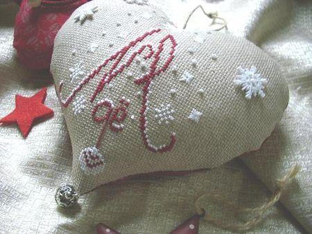 Coeur de Noël. (Grille gratuite. Merci 'Des Couleurs et des Points' !)
