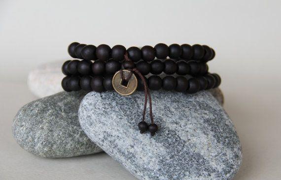 collier bouddhiste 108 perles bois de par madewithloveinaiaciu