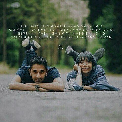 """Lebih baik berdamai dengan masa lalu Sangat indah melihat kita sama-sama bahagia bersama pasangan kita masing-masing.Walaupun begitu kita tetap sepasang kawan."" . .  kiriman dari @ika_nprasetya . .  Tag like dan comment.  Kirim (DM /Like) kata-kata buatanmu ya.  #katakata #quotes #quotesoftheday #pathdaily #pathindonesia #yangterdalam #pecahankaca #catatanfilm #melodydalampuisi #sajak #puisi #sastra #kutipan"