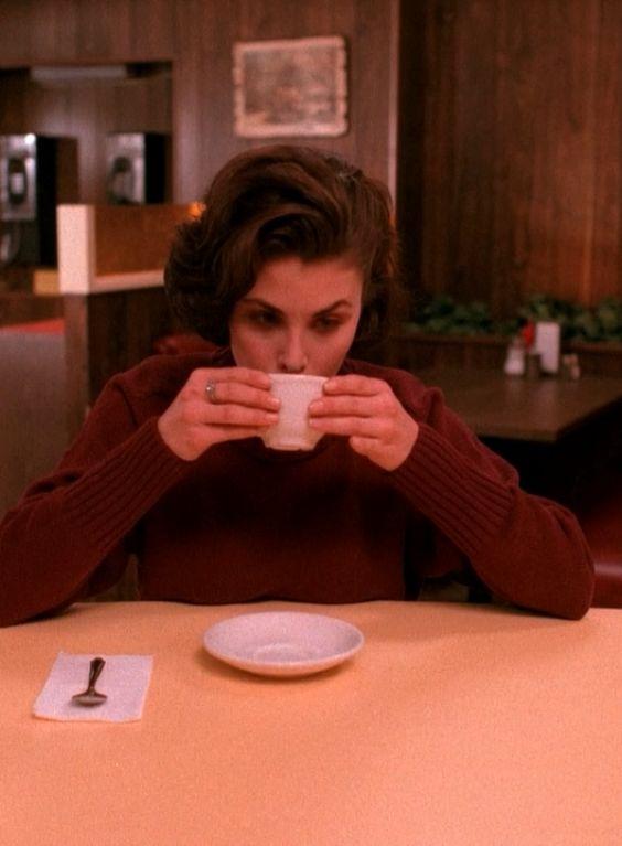 Audrey Horne (Sherilyn Fenn) - Twin Peaks #nationalcoffeeday #twinpeaks #audreyhorne
