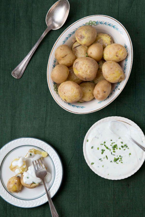 Pellkartoffeln mit Leinöl (Boiled Potatoes with Quark and Flaxseed Oil)