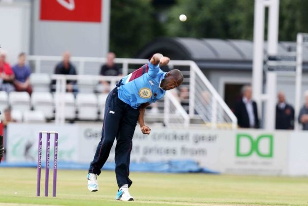 Maurice Chambers picked up three early wickets in Lancashire's reply