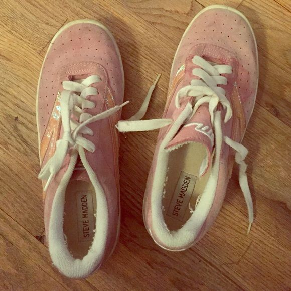 Steve Madden sneakers pink with sparkles Steve Madden sneakers pink with sparkles. Worn and old but still have plenty of wear left in them. Size 8.5. Super comfortable. Steve Madden Shoes Sneakers