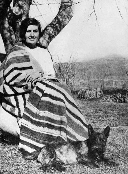 Mabel Dodge Lujan. This is an amazing photo of her! #Taos #NewMexicoWomen #artists #NewMexicoArtistsTao Newmexicowomen, Tao New Mexico, Okeefe, Mabel Luhan, Southwest, Mabel Dodge, Dodge Luhan, Inspiration People, Newmexicowomen Artists