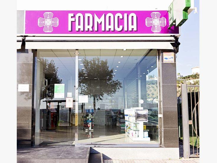Fachada de la farmacia tras la reforma