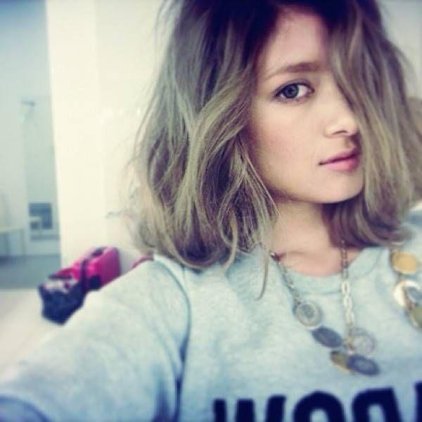 ローラ髪型15選☆ミディアム〜ロングの垢抜けヘアスタイル | folk