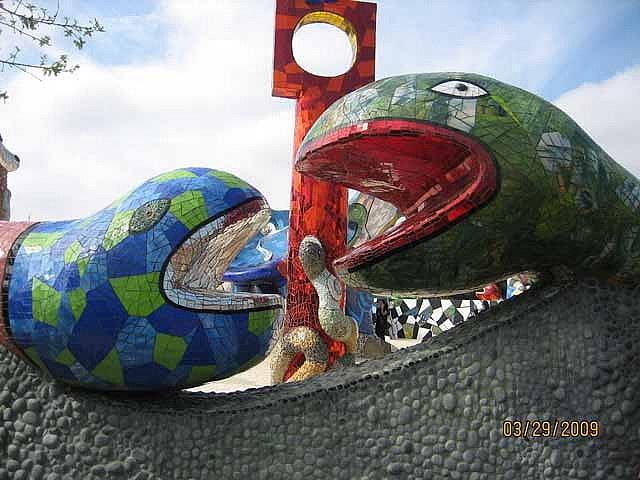 Niki de Saint Phalle mosaic sculpture