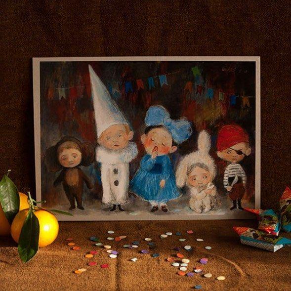"""Картина 2010 года обожаемой мной Нино Чакветадзе. Когда я увидела её, сначала смеялась, потом плакала, от нахлынувших воспоминаний, и уже далеких ночных приготовлений детей к новогодним праздникам. Да, на картине уже наши дети, дети 80,90-х годов. А шили мы им такие костюмы, потому когда-то зачитывались Островом сокровищ и орали во дворе, как сумасшедшие """"пиастры, пиастры!"""". Мультфильм про Чебурашку и Крокодила Гену был обожаем, а когда по телевизору показывали Буратино, двор вымирал…"""
