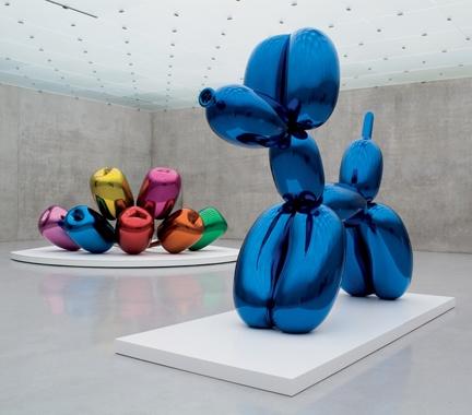 Jeff Koons Blue Balloon Dog Sculpture Exhibited with #JeffKoons Balloon Flowers   Follow #JeffKoonsArt on #Pinterest, curated by #JKLFA http://pinterest.com/jklfa/jeff-koons-art/