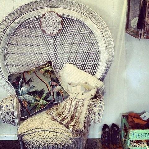 White peacock chair <3