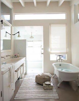 .: Open Shower, Bathroom Design, Modern Bathroom, Clawfoot Tubs, Dreams Bathroom, White Bathroom, Master Bath, Beaches Houses, Design Bathroom