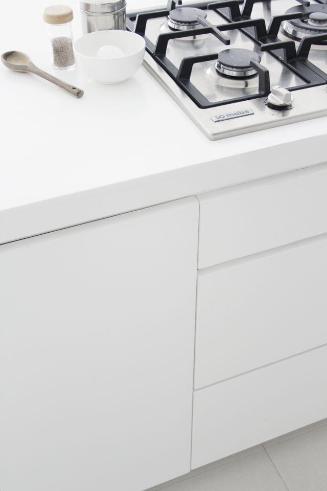 Via Ale Besso | White Minimalistic Kitchen