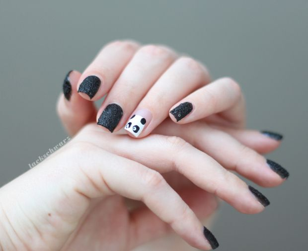 panda nails   lackschwarz   essie belugaria blanc licorice