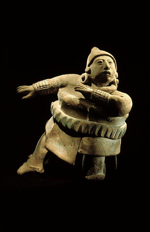 Figurine of a ballplayer -   Maya, Jaina island, Mexico (600-900 AD) - Photo © Jorge Pérez de Lara
