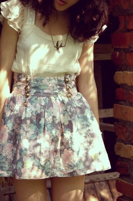 Oh, I love the high waist, the creamy top (those sleeves!) and the soft floral pastel colors!
