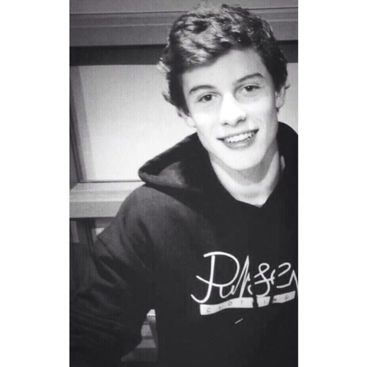 Shawn Mendes is going to be on tour/open with Austin Mahone I swear I would go just to see him