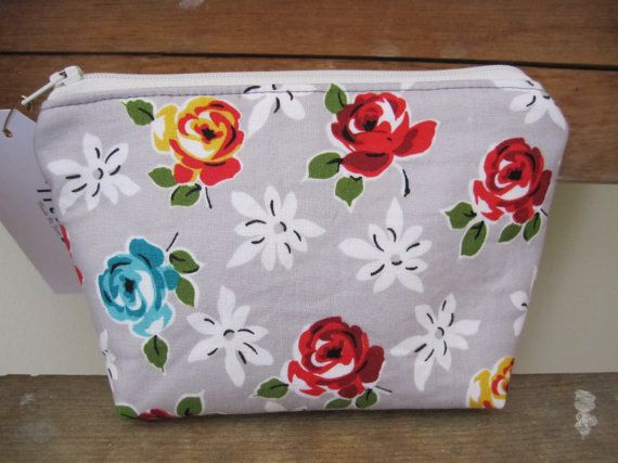 Pouch Small Purse zipper purse zipper pouch by DesignsMadeByJane, $20.00