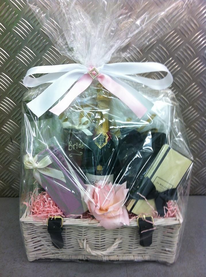 Wedding Gift Hampers India : ... about hamper on Pinterest Hampers, Wicker hamper and Wicker baskets