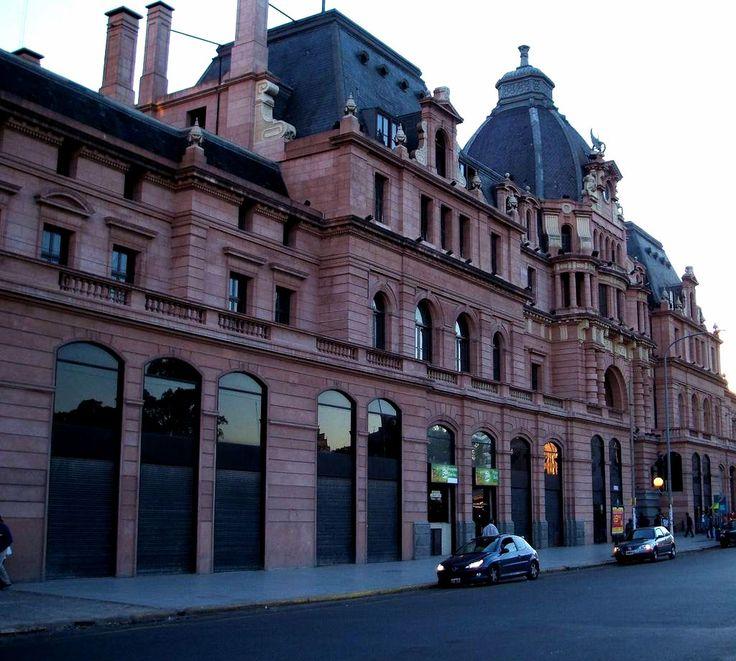 Estacion de trenes del Barrio de Constitución, Buenos Aires. Argentina