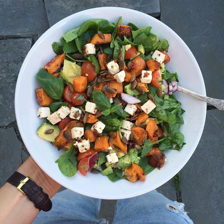 Når det er bare meg som skal ha middag..Da blir det en digg, mettende salat 💚😋🌿 #minmatglede #sommermat #salat #bliraldrilei