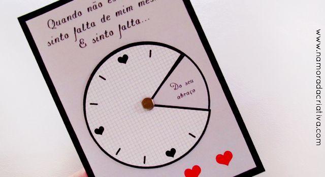 """Para você que sente muita saudade do seu amor, estando ele longe ou perto, esse mimo será muito útil. Porque como já dizia William Shakespeare: """"O tempo é muito lento para os que esperam, muito rápido para os que tem medo, muito longo para os que lamentam, muito curto para os que festejam. Mas, para os que amam, o tempo é eterno.""""  Aideia de hoje é um relógio, onde os ponteiros marcam a falta que sentimos dos nossos amores, clique para ver:   Para montar você precisará de:   Moldes  Molde…"""