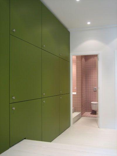 groene inbouwkast in appartement te Amsterdam