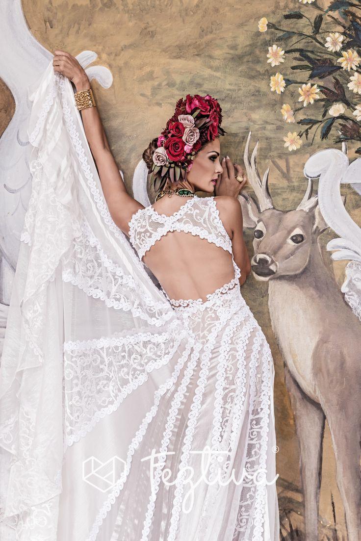 Edición 45, Revista Feztiva, Moda: Mexican Joy, Fotografía: Ricardo López, Vestidos: Aldrin Ayuso, Flores para el cabello: Raw estudio Floral y Lamadrid Florarl and event decor, Accesorios: Daniel Espinosa, Maquillaje y peinado: Genaro Marinez Salones, Vídeo: Wilbert Ruiz, Modelo: Banelly Carrasco, Locación: Hacienda Tekik de Regil  #Bodas #Weddings #Yucatán #México #Fashion  #Magazine #Revista #BrideFashion #Feztiva #Beach #BeachFashion #BeachWedding #BodaEnLaPlaya