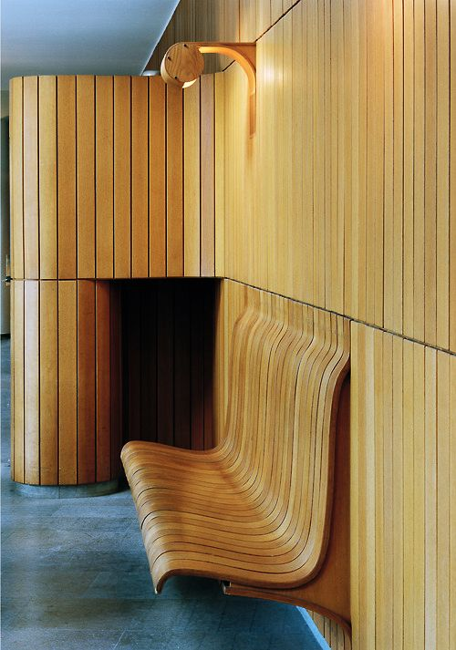 A wooden wall mounted bench by Hans Asplund's at the Eslöv Civic Hall (Sweden), 1957. Photograph by Åke E:son Lindman. / Adamsky