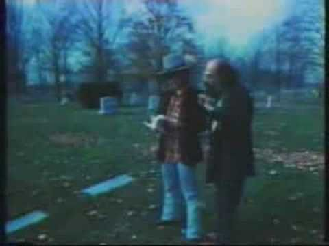 ▶ Kerouac's Grave (Lowell, MA) visited by Bob Dylan & Allen Ginsberg