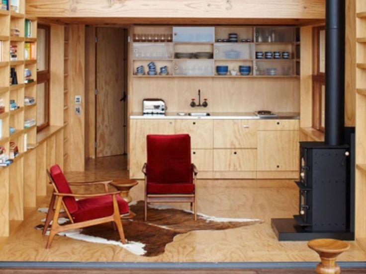 斬新なスモールハウスは沢山あるが、 実際住むとなったら、居心地のいい家がいい。 そんな要望をちょっとリッチに叶える、スモールプレハブ「ADU」 外内装は木材料を使い温かみを感じさせる。 居心地のいいリビング・ダイニング・バルコニーの 1室と