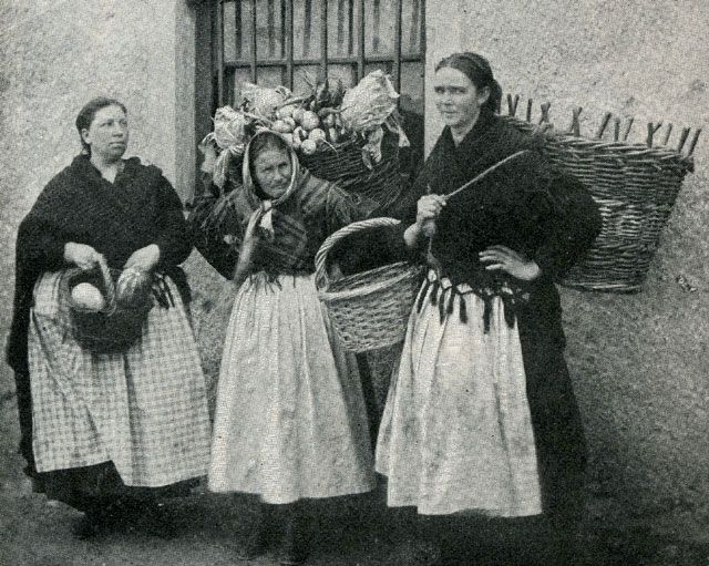 rural farm women ca 1909, Ireland the people,  via maggieblanck.com